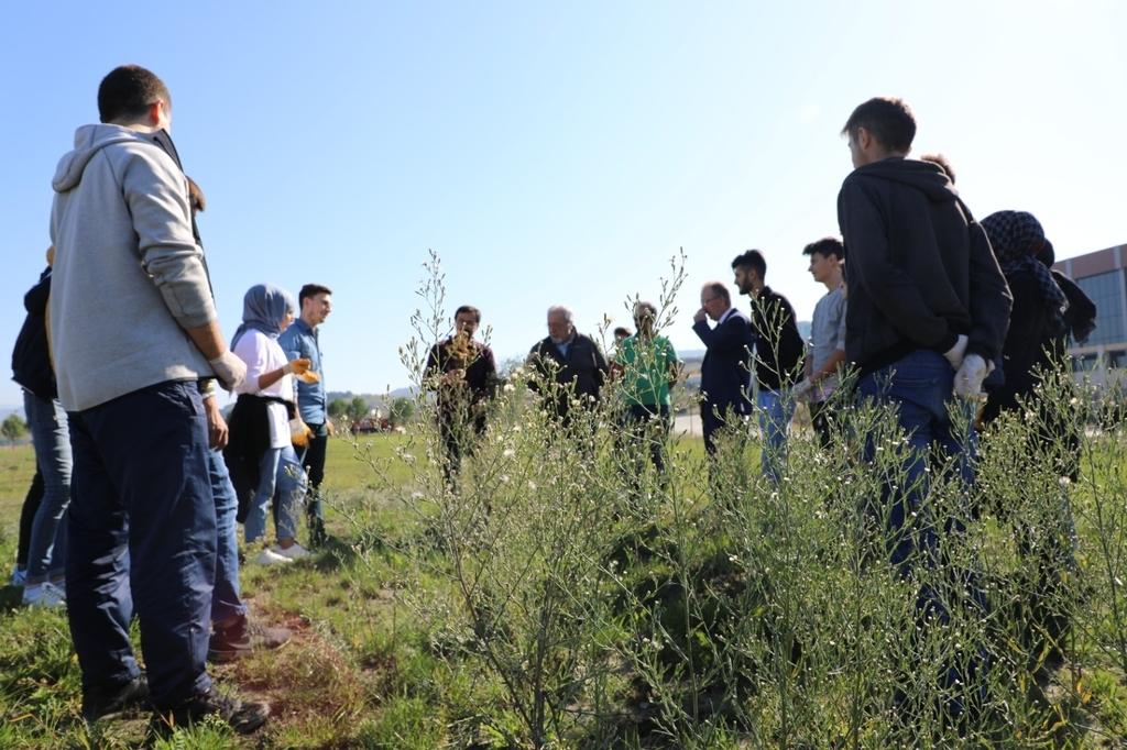 Öğrencilerimiz Otantik Öğrenme ile 'Sürdürülebilir Yeşil Kampüs' Çalışmalarına Destek Verdiler